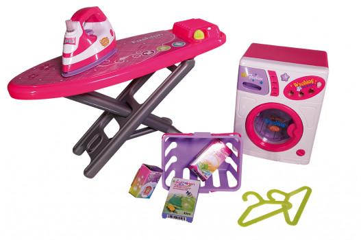 Set de laverie maxi toys 10081092 Un set complet de blanchisserie Qweenie Fashion (marque exclusive de Maxi Toys). Entraîne-toi à laver et à repasser de façon amusante ! Inclus: machine à laver